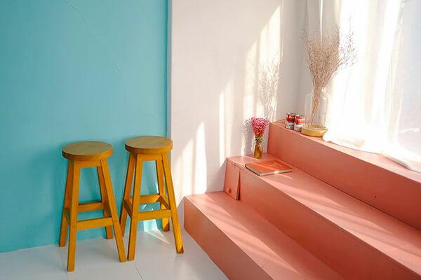 10-moduri-creative-de-integrare-scaune-bar-in-locuitnta-4