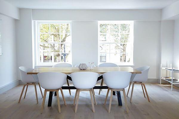 10-moduri-creative-de-integrare-scaune-bar-in-locuitnta-5