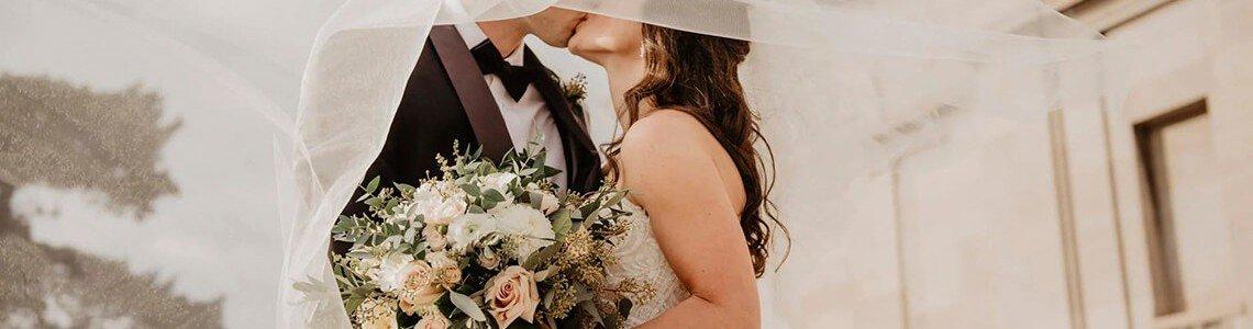 Idei de cadouri pentru tinerii căsătoriți: ghid complet