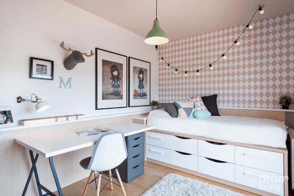 Camera de copil cu scaun de birou pentru copii